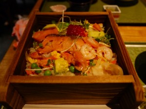 食楽園 塩引鮭と蒸し海老とすじこのちらし寿司 鲑鱼虾仁寿司饭