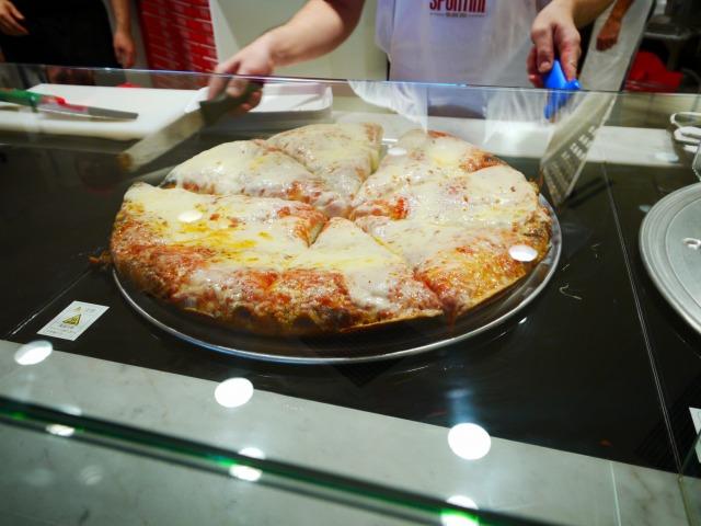 原宿 表参道 SPONTINI(スポンティーニ) マルゲリータ 整个披萨