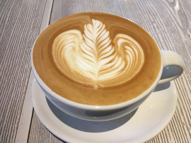 ブルーボトルコーヒー 青山カフェ カフェラテ