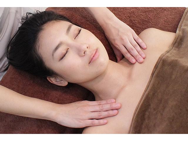 小顔リンパマッサージ 画像出典:http://www.sirene-aoyama.com