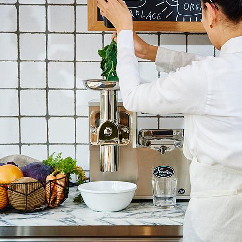 リビングオーガニックス青山 ジュース&プレイス 出典:リビングオーガニックス https://living-organics.jp/index.html