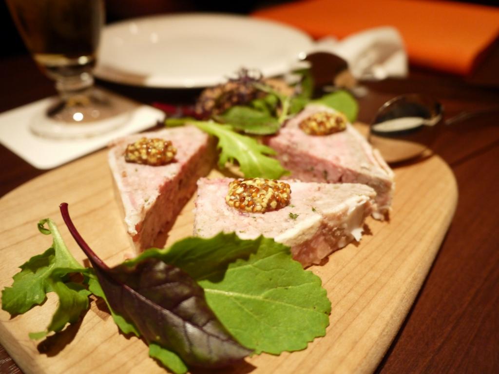 豚肉とレバーの田舎風パテ ~フランス産マスタードを添えて~