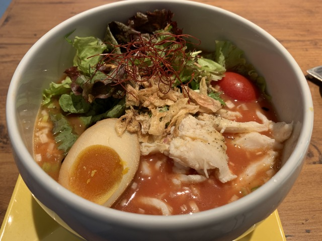 蔭山樓 表参道店 鶏白湯トマト麺
