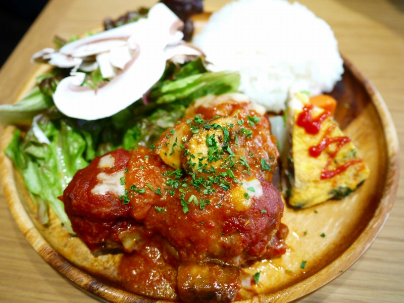 マッシュルーム入りボールハンバーグ トマトチーズ煮込み