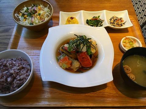 表参道 リバーカフェ(River Cafe) 白身魚ともっちり生麩の揚げ出し定食